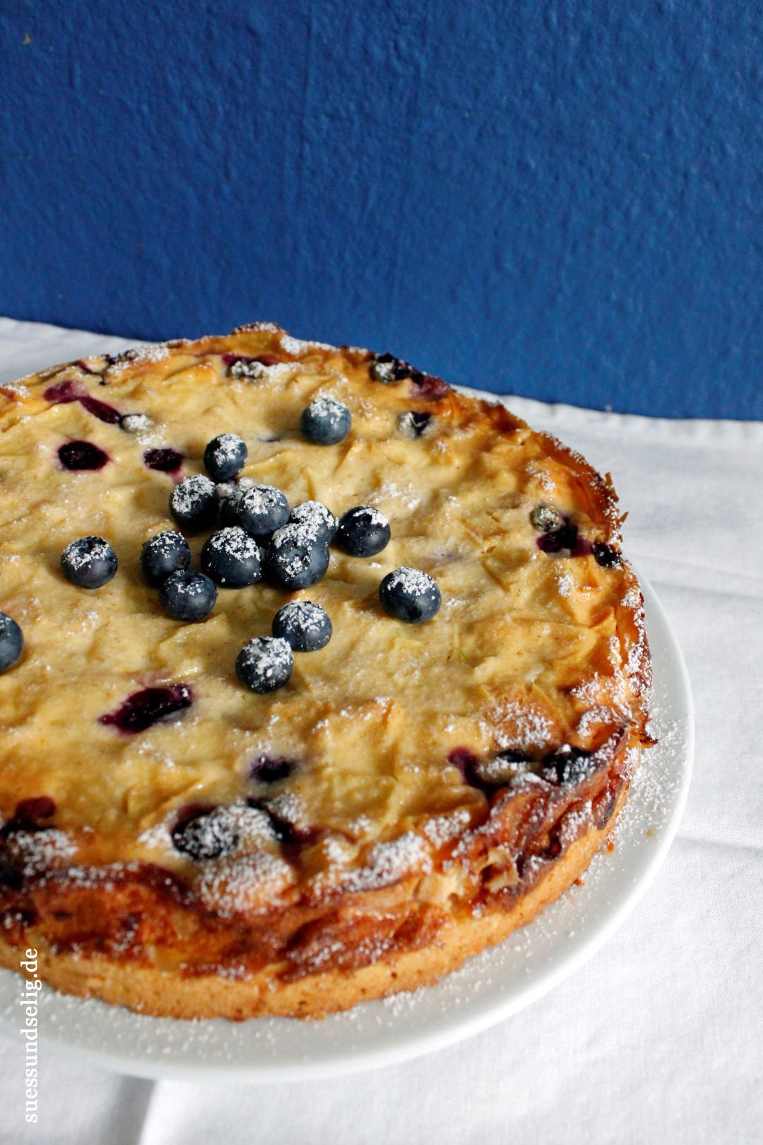 Der Apfel Quark Kuchen Mit Heidelbeeren Suessundselig