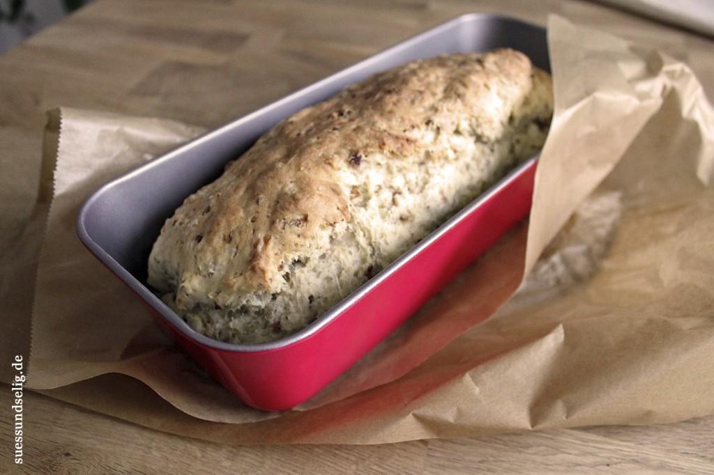 Schinken-Käse-Brot mit Zwiebeln