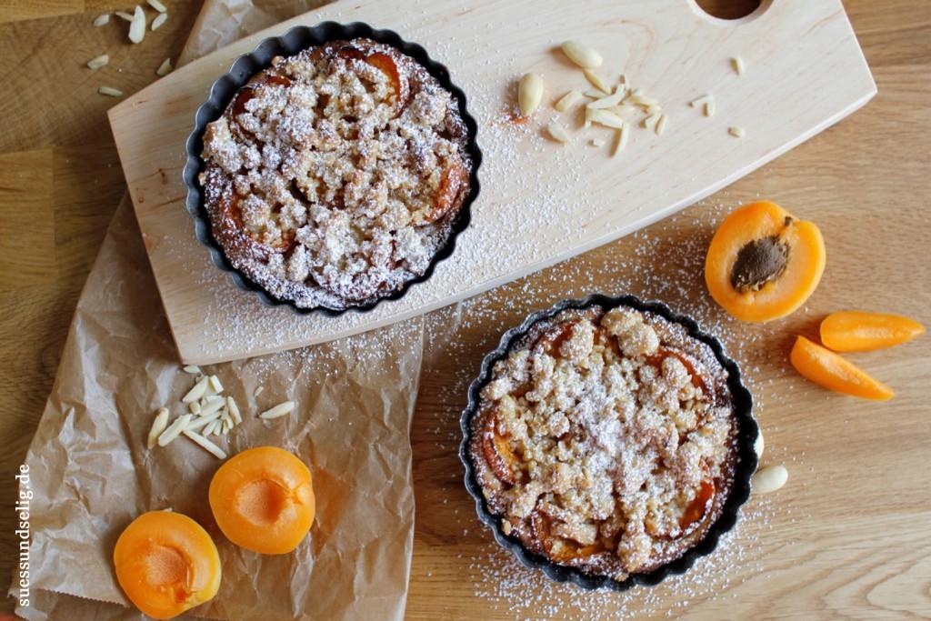 Aprikosenkuchen mit Mandel-Streuseln