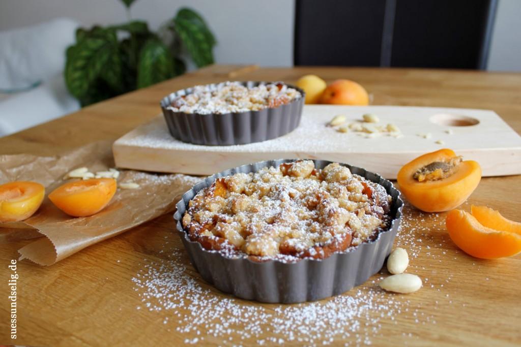 Streuselkuchen mit Mandeln und Aprikosen