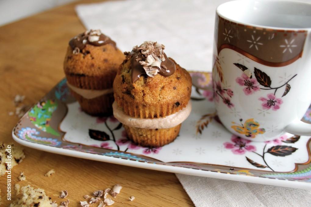 Kaffee-Cupcakes mit Nougat-Sahne-Füllung und Nougat-Schokoladenraspel