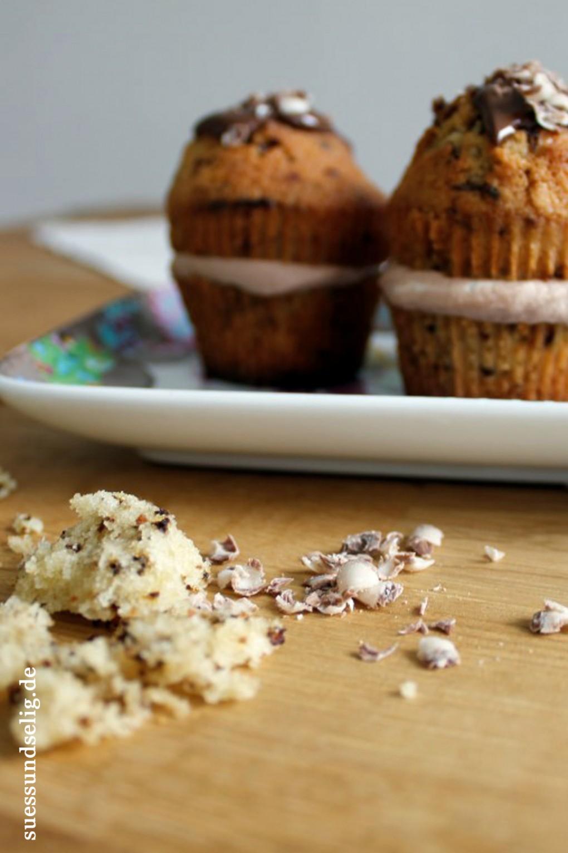 Kaffee-Muffins mit Nougat-Sahne-Füllung und Nougat-Schokoladenraspel