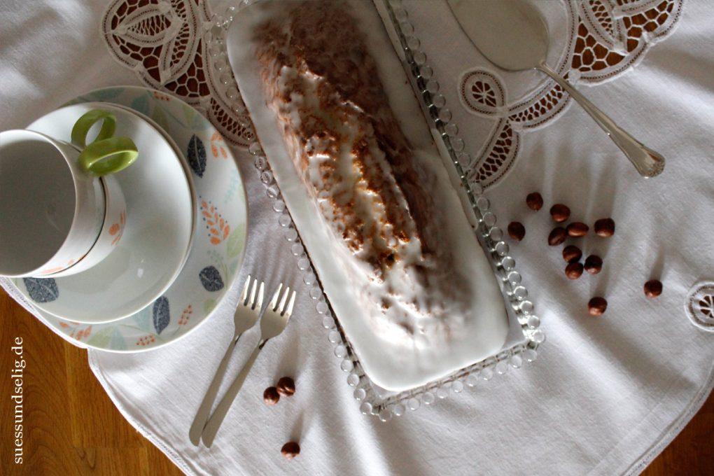 Nusskuchen mit Zuckerglasur
