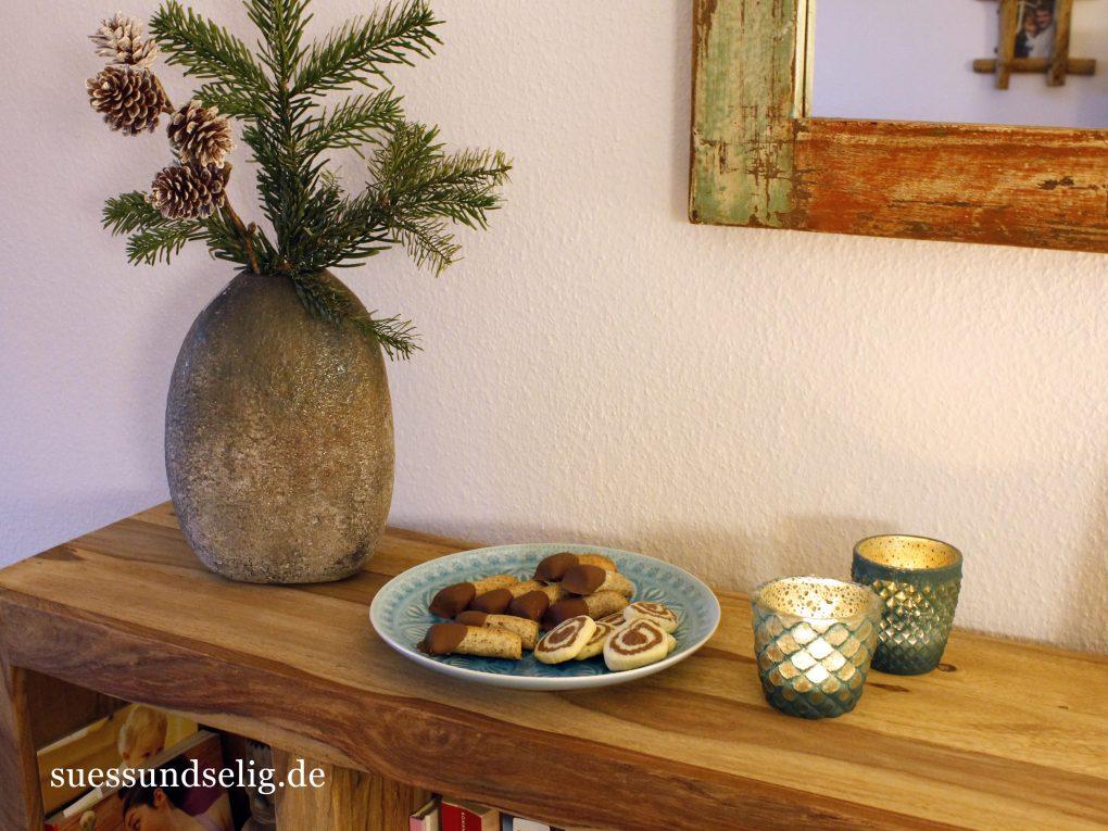 Plätzchenteller mit Marzipan-Stangen